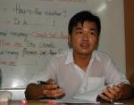Từ trẻ đường phố trở thành thầy dạy tiếng Anh
