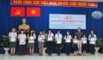 Trao tặng học bổng và tập trắng cho các em học sinh nghèo hiếu học - Tân Phú